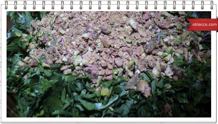 Салат из курицы с фисташками и виноградом