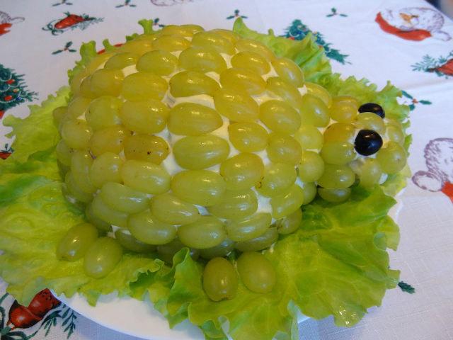 Салат черепаха с виноградом рецепт