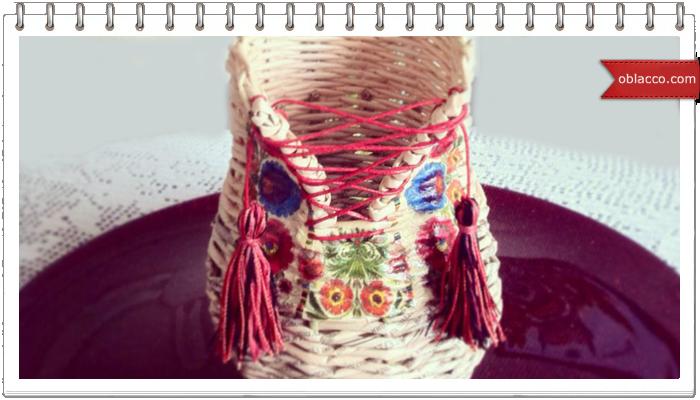 Плетеная из бумажной лозы ваза-пузатик с декупажем