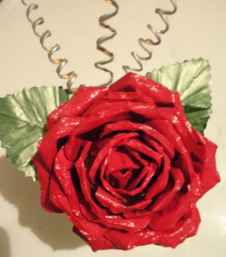 Как сделать из банки розу