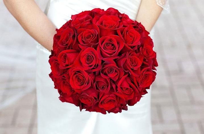 Состав свадебный букет розы и алые