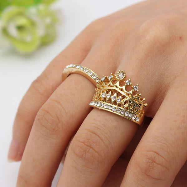 золотое кольцо в виде короны фото