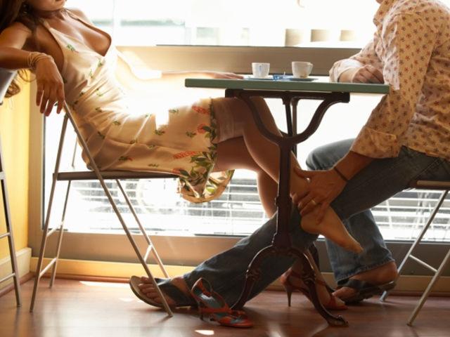 Под столом фото 84854 фотография