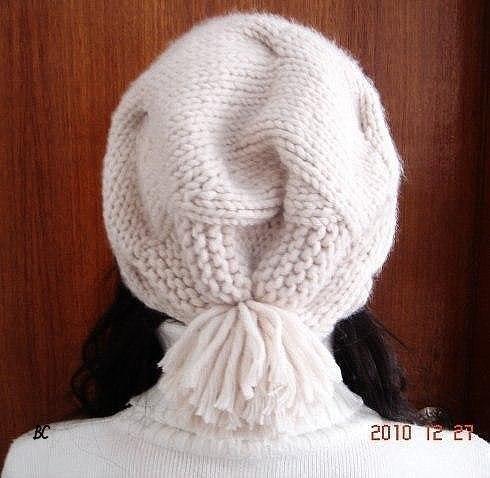 Необычная шапка вязаная спицами