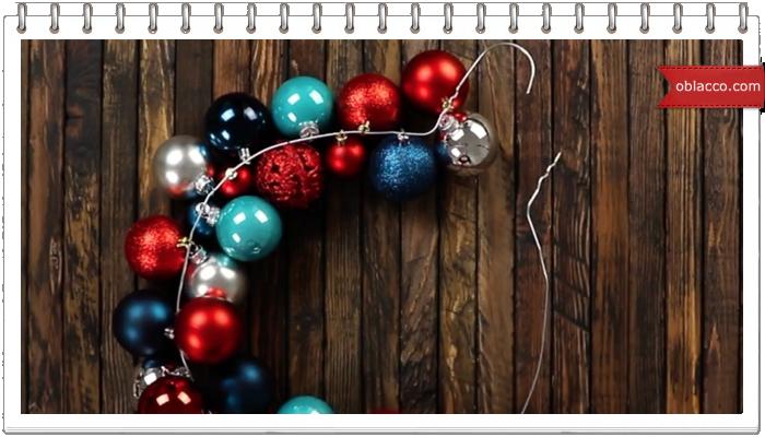 Шикарное новогоднее украшение из старых плечиков