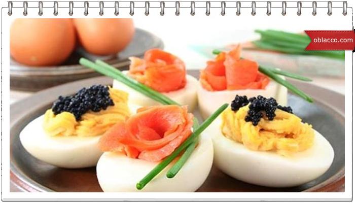 Яйца фаршированные - украшение новогоднего стола
