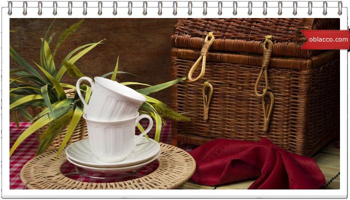 Покрытие лаком плетеных из бумажных трубочек изделий