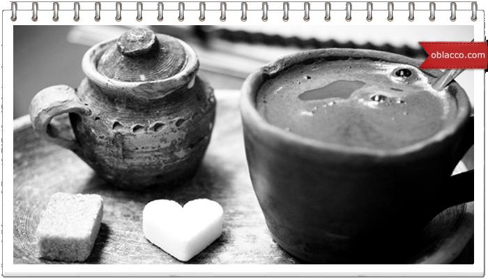 Подставка под чашку в виде сердечка крючком