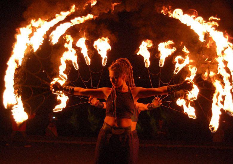 зрелищное огненное шоу