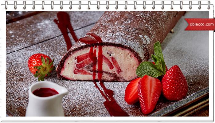 Шоколадный рулет без муки с творожным кремом и фруктами