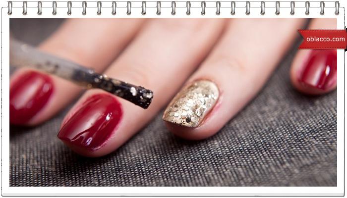 Необычный способ нанесения на ногти лака с блестками