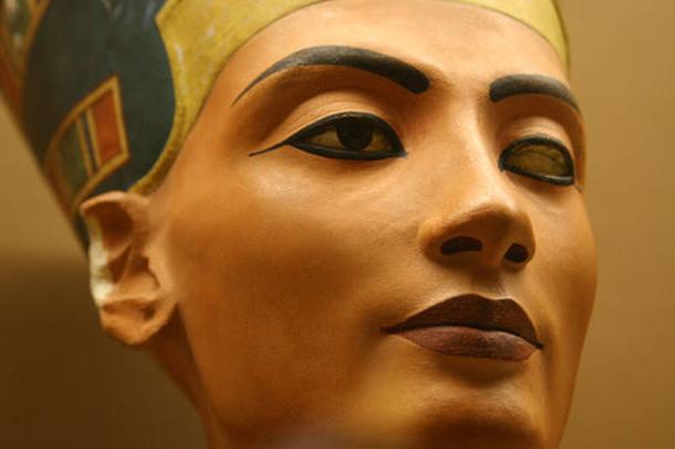 Нифертити