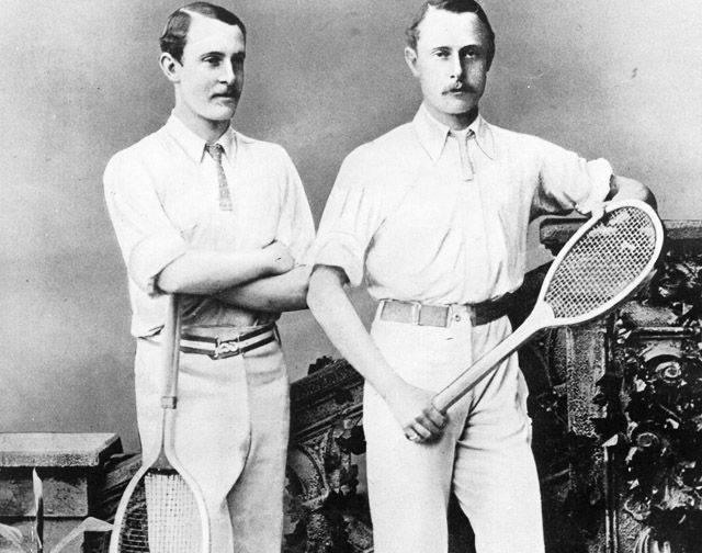 Известные теннисисты Уильям и Эрнест Реншоу в теннисках – чемпионы Уимблдона, 1880-е годы