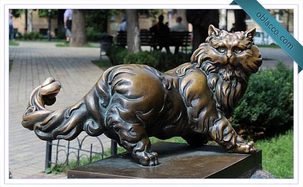 Скульптурные коты на улицах Киева