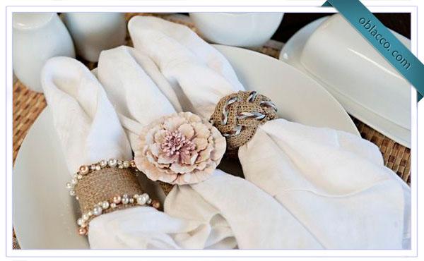 Кольцо для салфеток, плетеное из бумажных трубочек